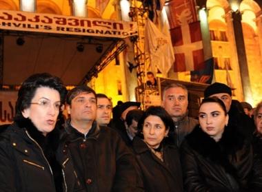 لا اتفاق بين المعارضة والسلطة بخصوص اللقاء مع ساكاشفيلي