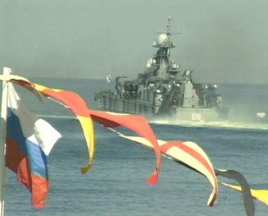 زيارة سفينة إنقاذ وناقلة نفط روسيتان إلى عُمان