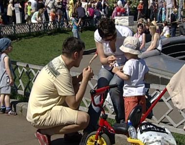احتفال كبير بيوم البوظة في متنزه سوكولنيكي بموسكو