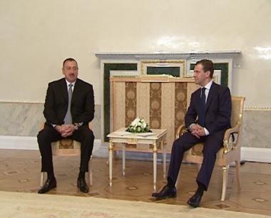 مدفيديف يبحث مع نظيريه الأذربيجاني والأرمني مسائل أمن الطاقة وقضية قره باخ