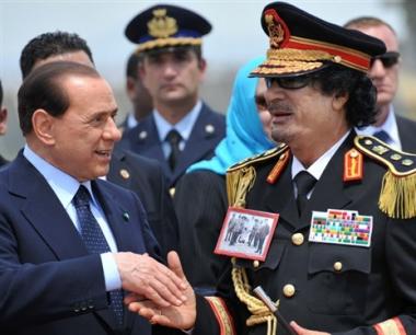 القذافي في إيطاليا مع وفد من رجال الأعمال الليبيين