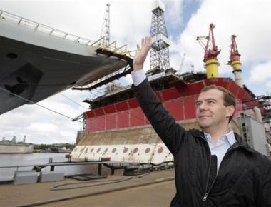مدفيديف: مهمتنا هي صنع سفن حربية حديثة بشكل متسلسل