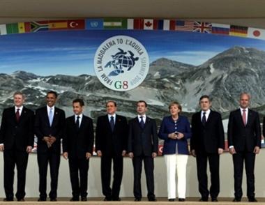 قمة الثماني الكبار تشير إلى ضرورة إيقاف تلوث الجو ومواجهة الأزمة المالية