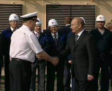 بوتين يقوم بجولة تفقدية في مسقط رأسه