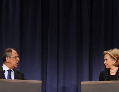 لافروف وكلينتون يبحثان المسائل الملحة في العلاقات بين البلدين