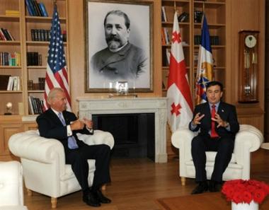 بايدن: أمريكا مهتمة بتطوير الديمقراطية في جورجيا