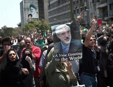 إعتقال شقيق زوجة موسوي بتهمة تدبير أعمال الشغب في إيران