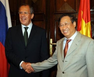 لافروف يشير إلى ضرورة تنشيط العلاقات الإقتصادية بين موسكو وهانوي