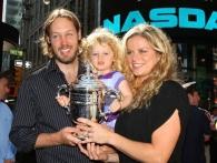 كلايسترز مع زوجها بريان لينش وطفلتها جايد إيلي