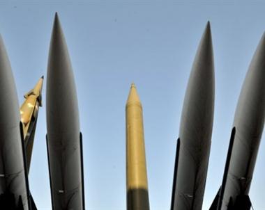 مركز بحوث أمريكي: على السلطات الامريكية الاعلان عن استعدادها لضرب المنشآت النووية الايرانية