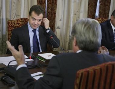 مدفيديف يعول على اجراء حوار بناء مع فرنسا حول معاهدة الامن الاوروبي