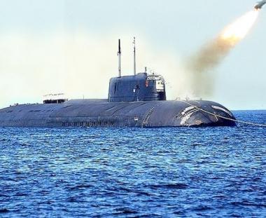 روسيا تطلق صاروخين بالستيين من على متن غواصتين نوويتين