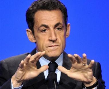 ساركوزي يقترح عقد مؤتمر للسلام في باريس