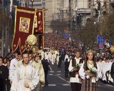 نصف مليون صربي يشيعون البطريرك بافل