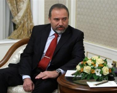 ليبرمان يدعو من موسكو للتصدي لايران ويعرب عن امله بتفادي قصفها جوياً