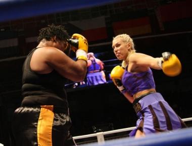 الملاكمة الروسية راغوزينا تهزم لندن بالضربة القاضية