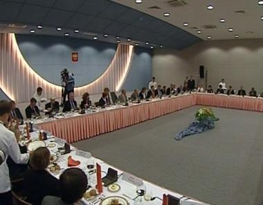 خبراء دوليون يبحثون التسوية الشرق أوسطية على ساحل البحر الميت