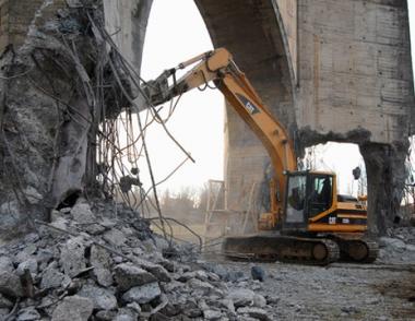 بوتين: ستتم إعادة بناء نصب المجد التذكاري بعد تدميره مؤخراً بأمر من السلطات الجورجية