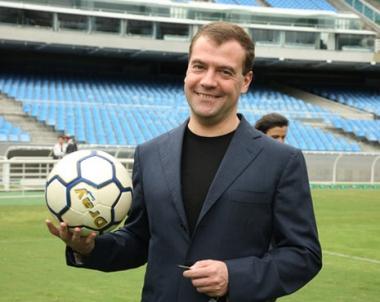 مدفيديف يثني على دور هيدينك في رفع مستوى كرة القدم الروسية