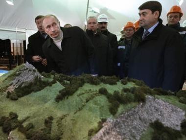 بوتين يدشن الطريق الدائري لمدينة سوتشي تحضيرا لأولمبياد 2014