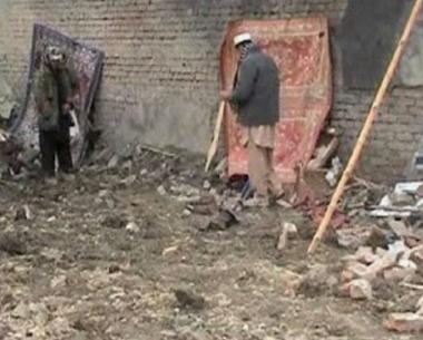 مقتل مسؤول حكومي وعائلته في انفجار شمال باكستان