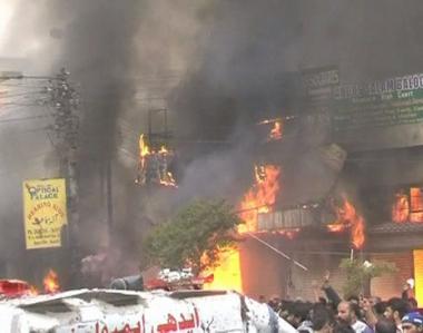 ارتفاع عدد القتلى في هجوم على موكب عاشوراء في كراتشي الى 43 شخصا