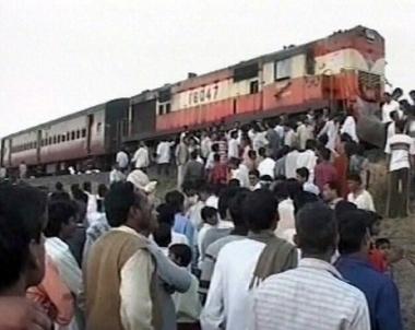 مقتل 3 اشخاص في اصطدام قطارين بشمال الهند