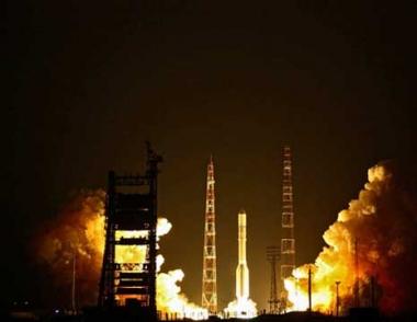 اطلاق قمر صناعي عسكري حديث بواسطة الصاروخ