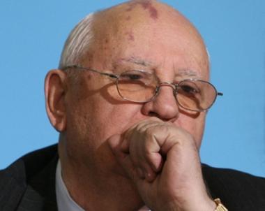 غورباتشوف يناقش قضايا الشرق الاوسط مع القيادة اللبنانية