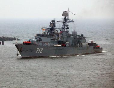 سفينة حراسة روسية تنجز مرافقة 15 سفينة اجنبية في خليج عدن