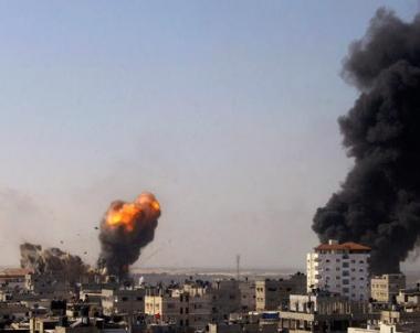 اشتباكات بين الفلسطينيين والجنود الإسرائيليين على الحدود مع غزة