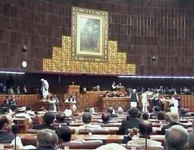 باكستان يتفادى ازمة سياسية كاد يسببها مرسوم رئاسي