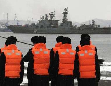 ثلاث سفن حربية روسية جديدة تتوجه الى خليج عدن