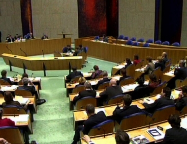 انهيار الائتلاف الحكومي في هولندا بسبب الخلافات حول سحب قواتها من أفغانستان