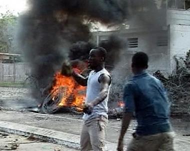 مظاهرات تطالب رئيس ساحل العاج بالتنحي.. وبان كي مون يدعو الى تسوية الصراع سلمياً