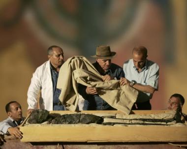 العثور في مصر على مدفن الملكة بهنو