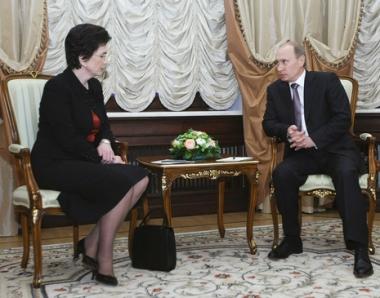 بوتين يعرب لزعيمة المعارضة الجورجية عن امله بعودة علاقات البلدين لسابق عهدها