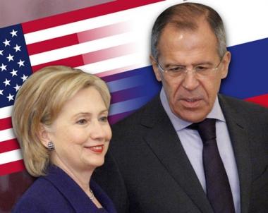 لافروف وكلينتون يبحثان موضوع الحد من الأسلحة الإستراتيجية الهجومية والملف النووي الإيراني