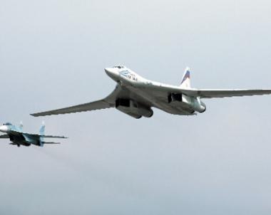 طائرات الناتو ترافق قاذفتين روسيتين خلال تحليقهما فوق المياه الدولية للمحيطين المتجمد الشمالي والاطلسي