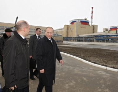 بوتين: تشغيل اول وحدة للطاقة في محطة بوشهر الكهرذرية يجب ان يتم صيف العام الحالي