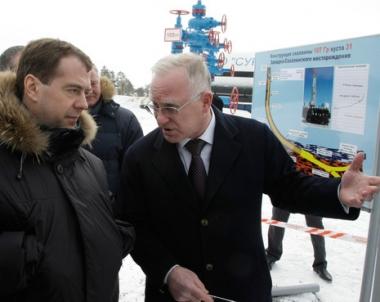مدفيديف يؤكد على مسؤولية قطاع الطاقة الروسي أمام المجتمع ويدعو لتحديثه