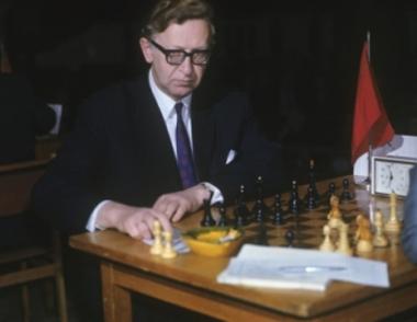 وفاة بطل العالم الأسبق للشطرنج الروسي سميسلوف