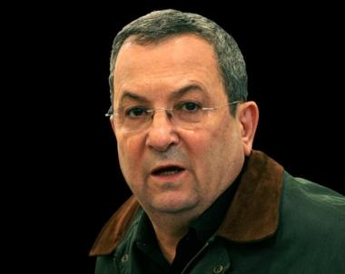 باراك يتفقد كتيبة غولاني ويحذر حماس من زعزعة التوازن في المنطقة