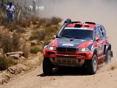 الروسي نوفيتسكي بطلاً لسباق رالي الإمارات الصحراوي