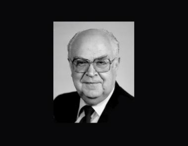 وفاة شيخ الدبلوماسية السوفيتية اناتولي دوبرينين عن عمر يناهز الـ91 عاما