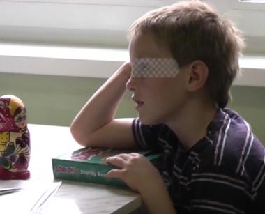 روسيا تعلق تبنى أطفال روس من قبل الأمريكيين بعد عودة طفل روسي من أمريكا بمفرده