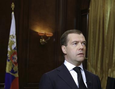 مدفيديف يعلن الحداد في روسيا على أرواح ضحايا كارثة الطائرة البولندية