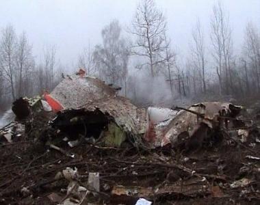 مصرع الرئيس البولندي ليخ كاتشينسكي و96 شخصا في تحطم طائرة بالقرب من مدينة سمولينسك الروسية