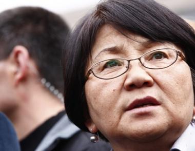 الحكومة المؤقتة في قرغيزستان تقترح انتخاب روزا اوتونبايفا للقيام بمهام رئيس الدولة