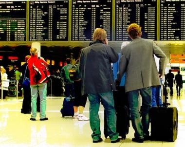 منظمتا ملاحة اوربيتان تطالبان باعادة فتح المجالات الجوية الاوروبية.. ودول تعيد الحياة لمطاراتها